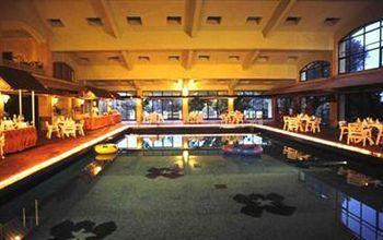 Fariyas Resort Restaurant 1