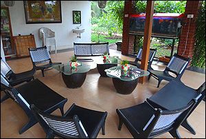 Sidz Cottage Lobby