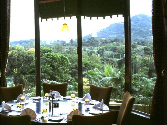 Fariyas Resort Dinning