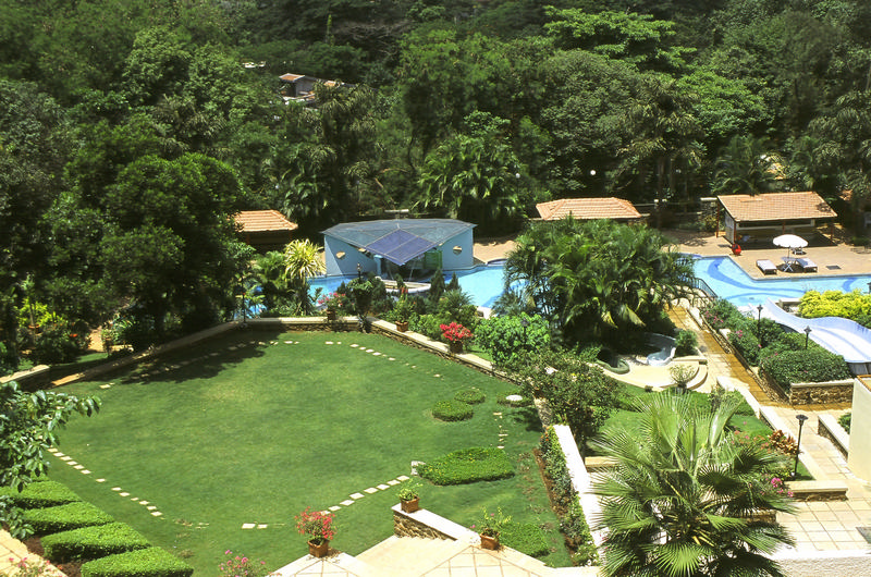 Fariyas Resort Lawn
