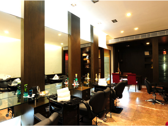 Fariyas Resort  Saloon