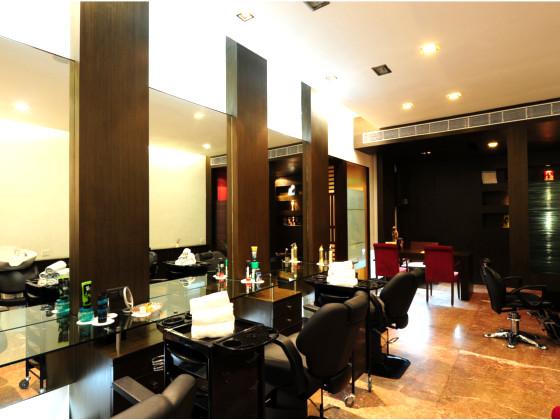 Fariyas Resort  Saloon